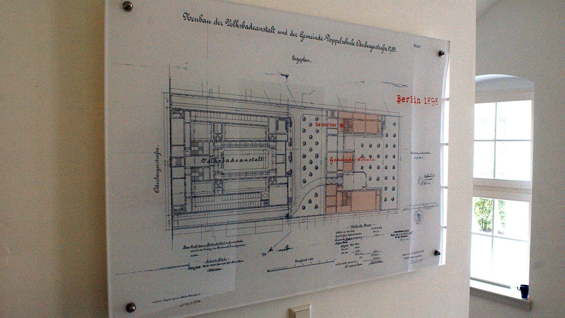 Ausstellung-GLS-Acryl-Matti-Michalke-Berlin-Brandenburg-Aussenwerbung-Innenwerbung-Banner-Planen-Folien-Werbemittel-Druck-Print