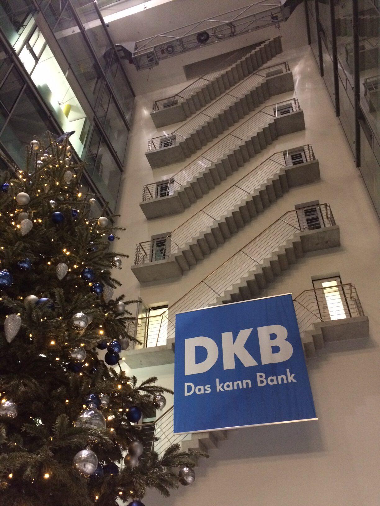 Bank-DKB-Berlin-Tuch-rotated-Matti-Michalke-Berlin-Brandenburg-Aussenwerbung-Innenwerbung-Banner-Planen-Folien-Werbemittel-Druck-Print