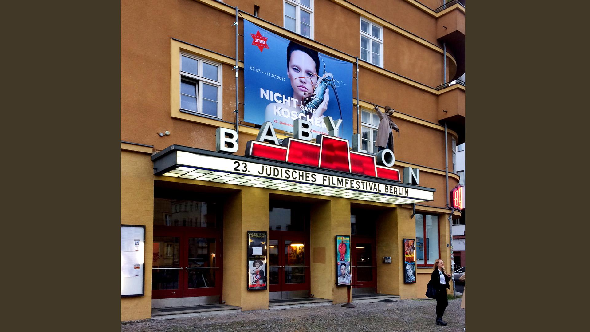 Festival-Berlin-Spannbanner-Matti-Michalke-Berlin-Brandenburg-Aussenwerbung-Innenwerbung-Banner-Planen-Folien-Werbemittel-Druck-Print