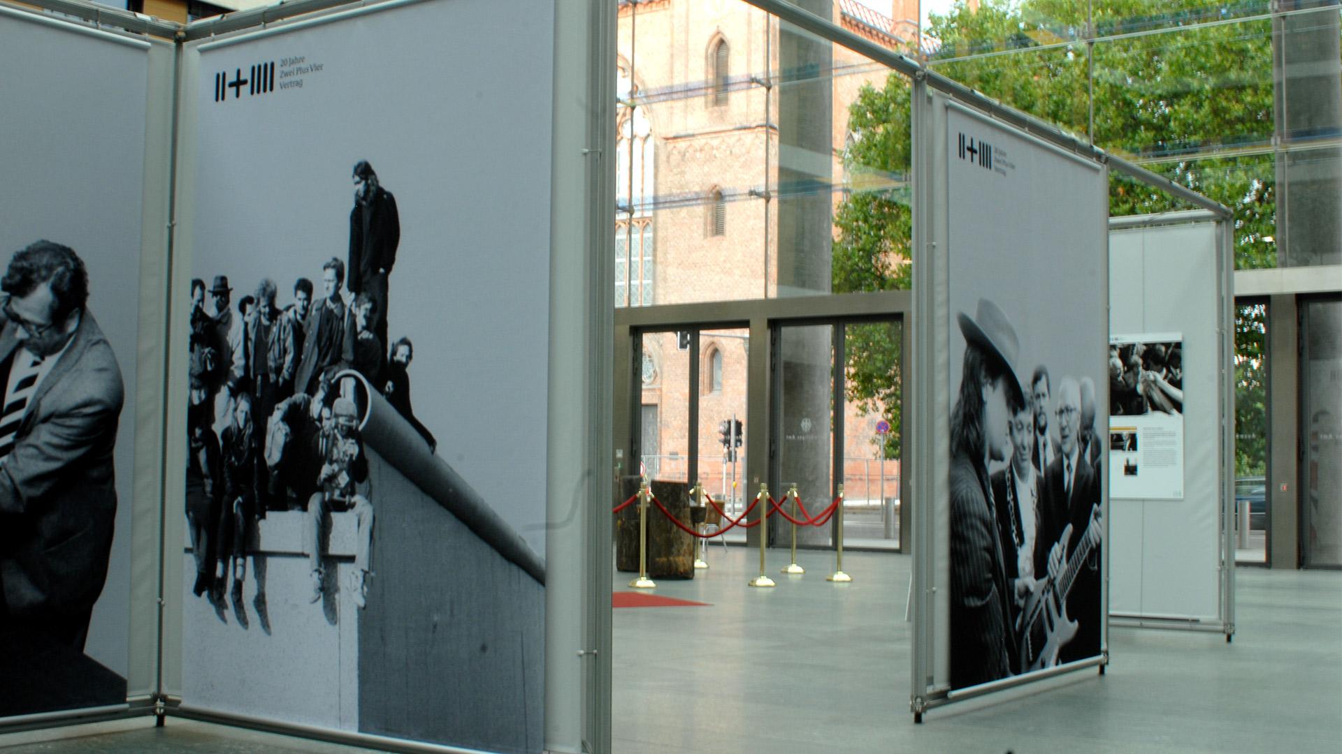 Ausstellung-AA-Matti-Michalke-Berlin-Brandenburg-Aussenwerbung-Innenwerbung-Banner-Planen-Folien-Werbemittel-Druck-Print