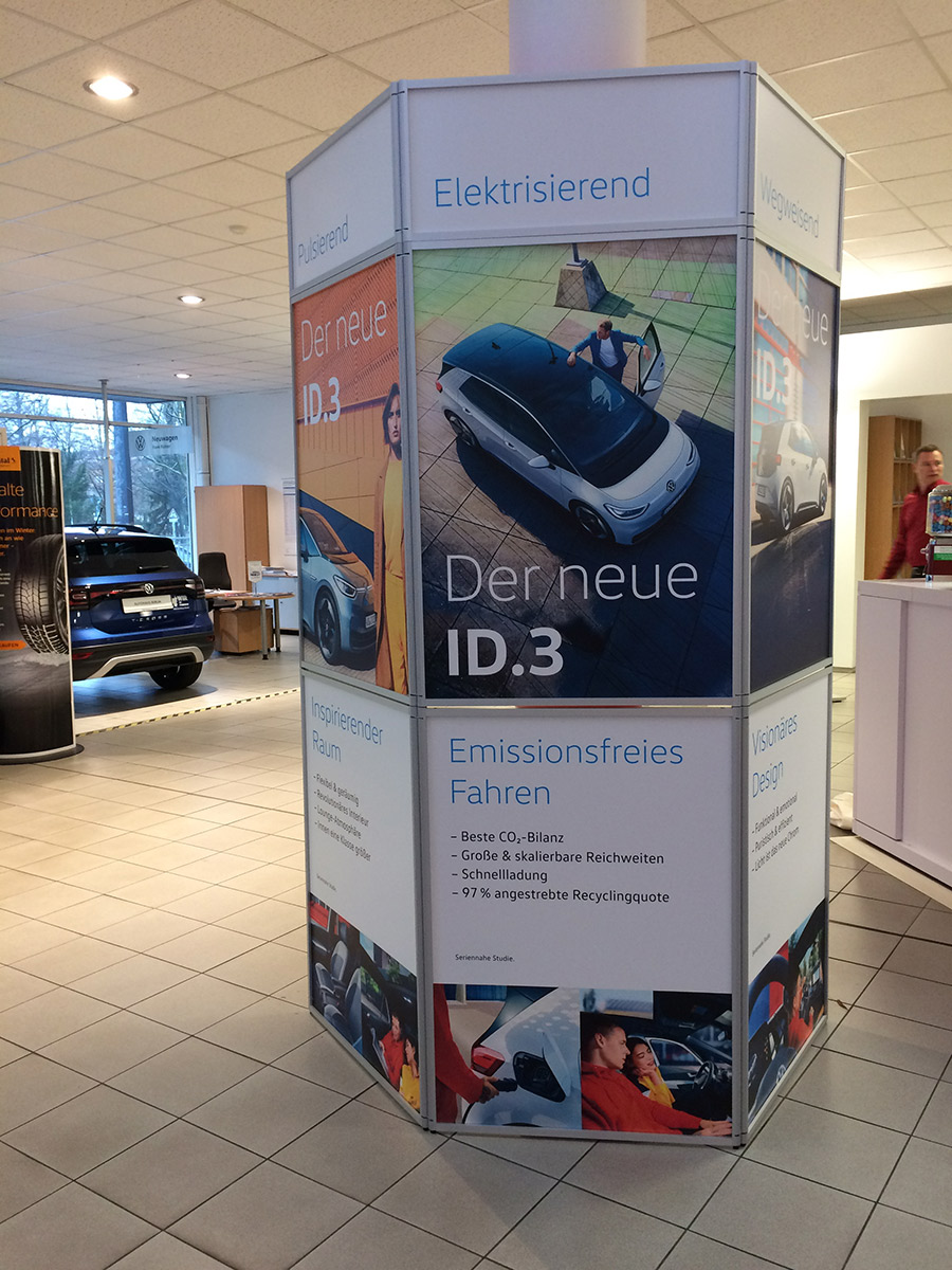 Auto-iD3-Stele-Matti-Michalke-Berlin-Brandenburg-Aussenwerbung-Innenwerbung-Banner-Planen-Folien-Werbemittel-Druck-Print