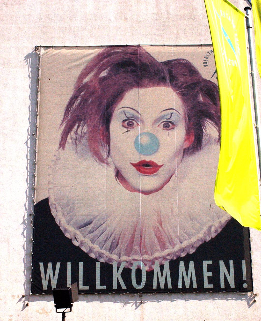 Theater-Volkstheater-Matti-Michalke-Berlin-Brandenburg-Aussenwerbung-Innenwerbung-Banner-Planen-Folien-Werbemittel-Druck-Print